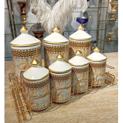 The spice set consists of 7 pieces