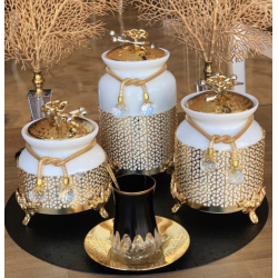The spice set consists of 3 pieces
